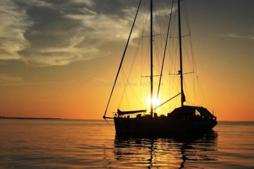 A cruise on a sailboat of 28 m, ideal for a discovery of Nosy Be in a group