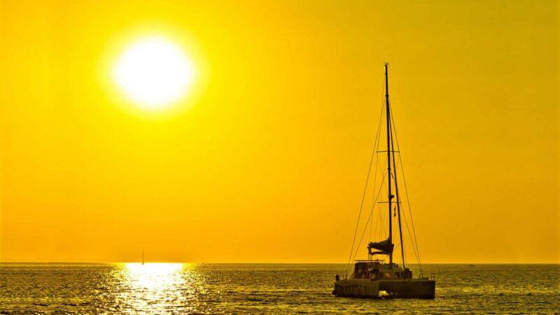 rejs o zachodzie słońca wścibski