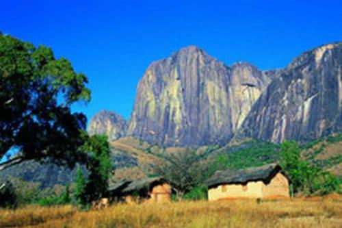 Wspinaczka w Andringitra i Tsaranoro