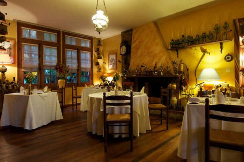 Stolik w restauracji hotelu La Varangue na Antananarywie