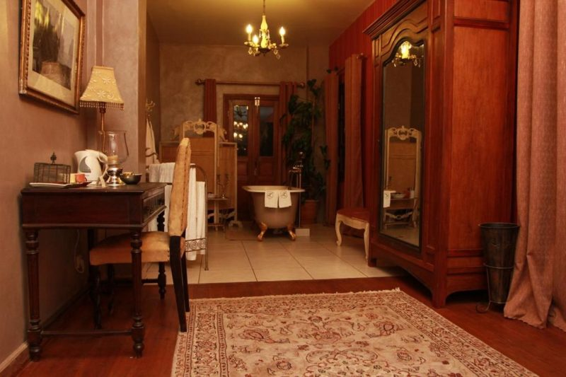 Salle de bain avec un décor unique à l'hôtel Lokanga Boutique Hôtel à Antananarivo