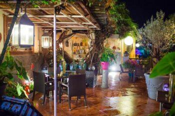 Terrasse et jardin du restaurant La Varangue à Antananarivo