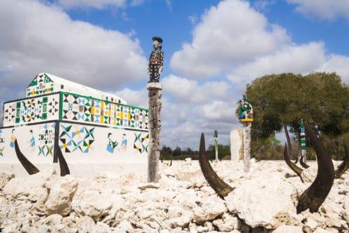 Podziwiaj grobowce Sakalava w Morondava