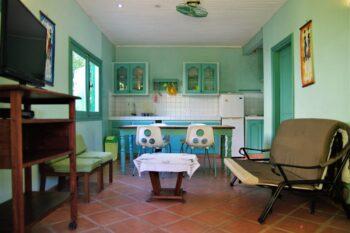 coin salon et coin repas de la Villa Carambole Au Beau Séjour à Foulpointe