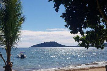 Spiaggia di Ankibanivato di fronte all'Auberge Aladabo di Nosy Be
