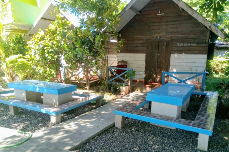 Jardin des bungalows de l'hôtel Galaxy à Vohemar, Est de Madagascar
