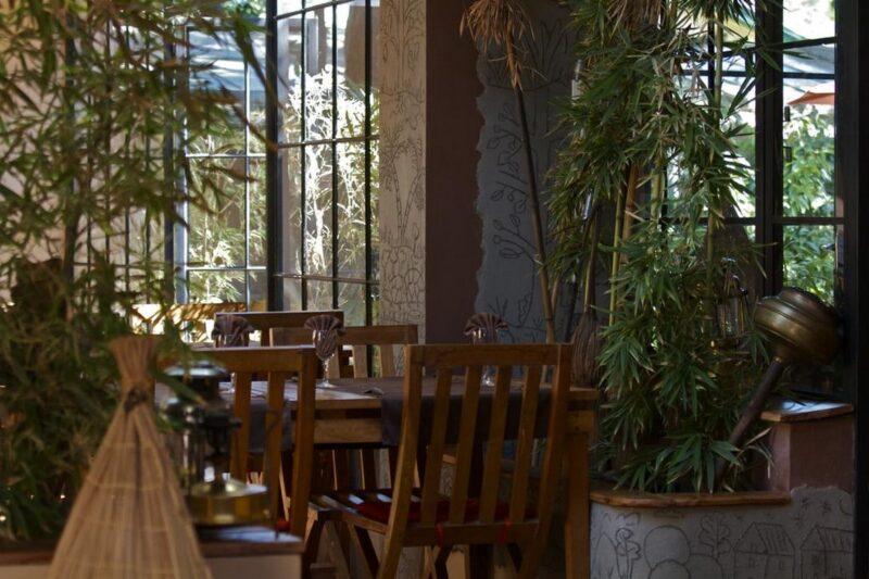 Terasse du restaurant de l'hôtel Bois Vert à Antananarivo près de l'aéroport