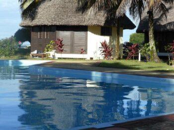 bungalow piscine manda beach hotel foulpointe tamatave