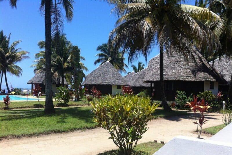 bungalows cote manda beach hotel foulpointe tamatave
