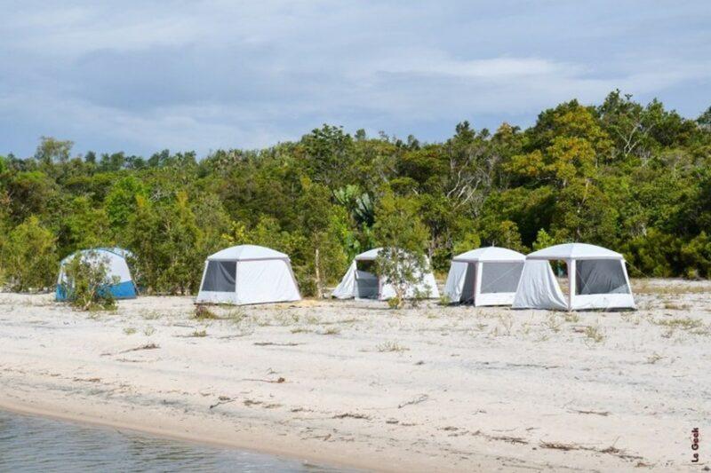 camp acacias bungalows manambato pangalanes