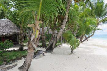 cocotiers sambatra beach lodge sainte marie