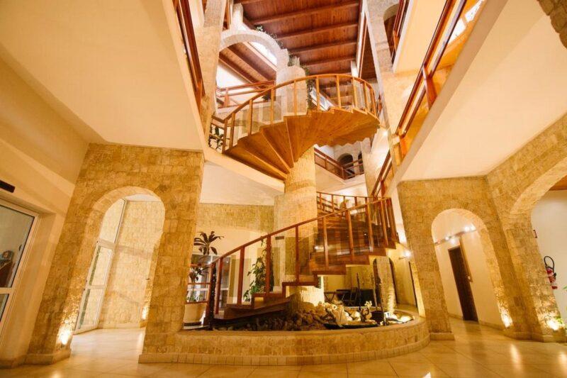 escalier moringa hotel tulear