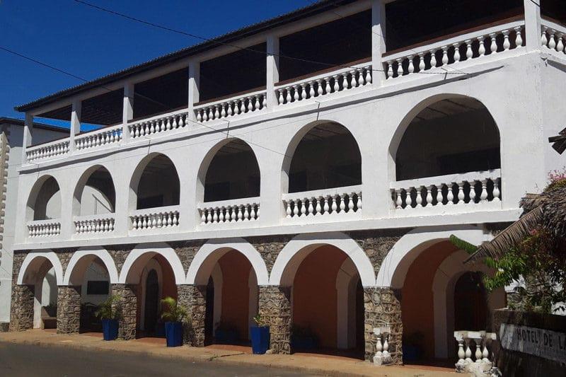 facade hotel de la mer à Nosy Be