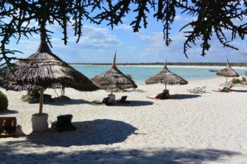 parasols plage salary bay hotel tulear