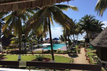 piscine jardin manda beach hotel foulpointe tamatave