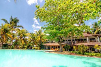 piscine jour hotel arc en ciel dzamandzar nosy be