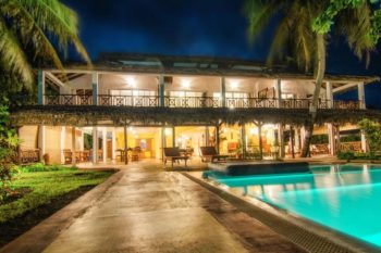 piscine nuit hotel arc en ciel dzamandzar nosy be