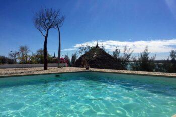 piscine salary bay hotel tulear