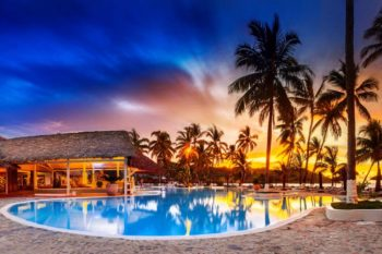 piscine soir andilana beach resort nosy be
