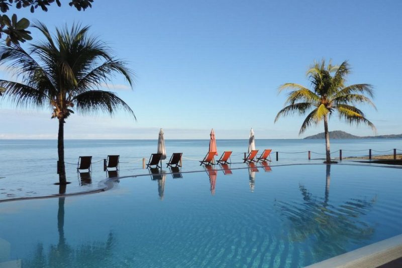 piscine soir hotel arc en ciel dzamandzar nosy be