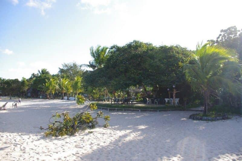 plage acacias bungalows manambato pangalanes
