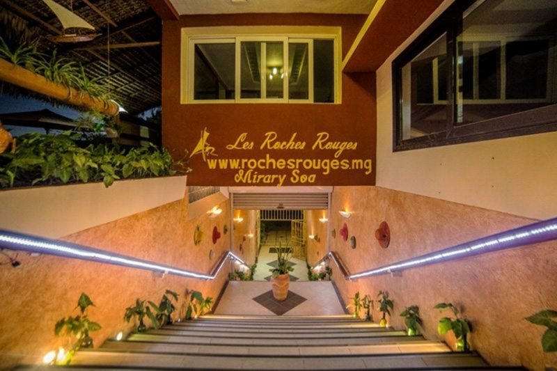 reception hotel les roches rouges majunga