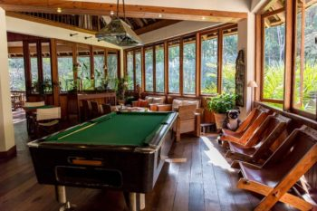 salon et billard vakona forest lodge andasibe