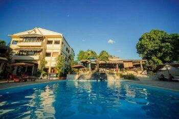 vue piscine hotel les roches rouges majunga