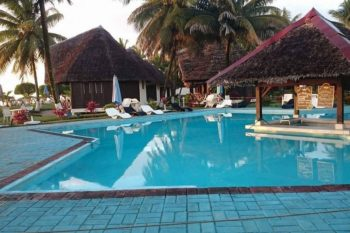 vue piscine manda beach hotel foulpointe tamatave