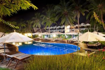 vue piscine nuit royal beach hotel et spa