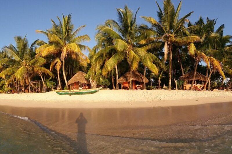 vue plage sambatra beach lodge sainte marie