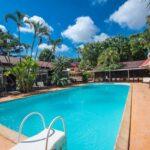 la piscina all'aperto del Relais des Plateaux & Spa di Ivato