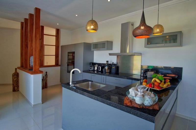 the kitchen of Villa Kintana Naka nosy be