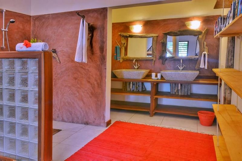 the shower of the room Villa Mandresy nosy be