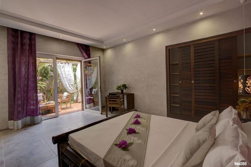 room with dining area Villa Sakina at nosy be