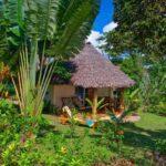 bungalow vue du jardin tipaniers lodge sainte marie