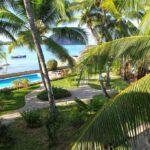piscine et baie ylang hotel ambondrona nosy be