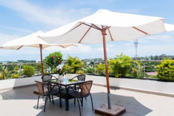 terrase et vue the streamliner hotel apartment tamatave