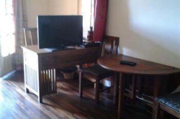 seating area and desk B & B Au Triporteur in Antananarivo