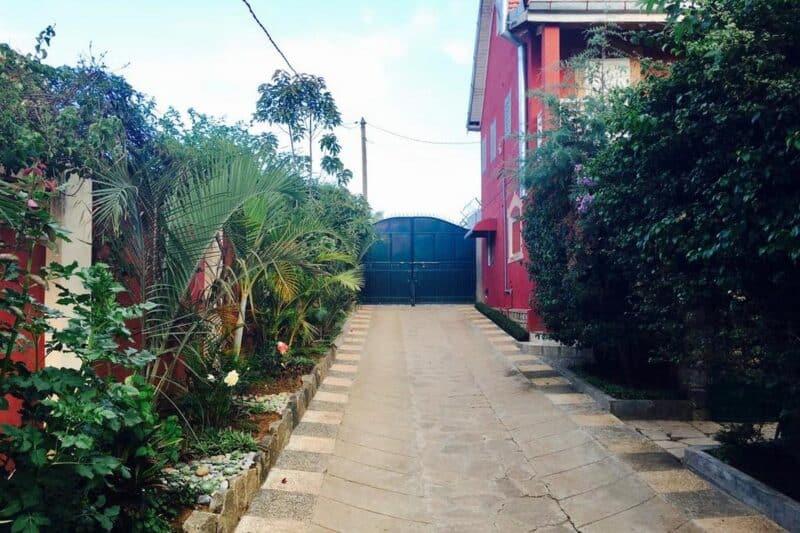 la cour de la maison d' hôtes W. Stay à Antananarivo