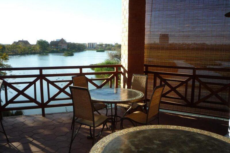 sala da pranzo sulla terrazza all'aperto del Tamboho Boutik Hotel ad Antananarivo