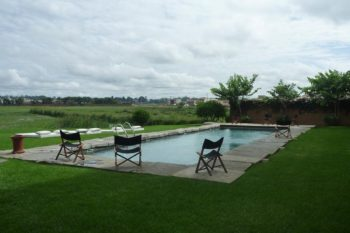 Garden with swimming pool of Tamboho Boutik Hotel restaurant in Tana