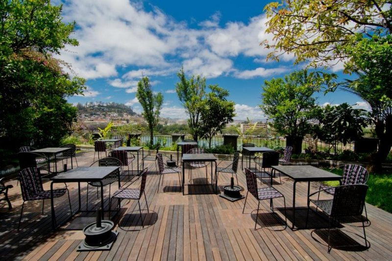 Patio et vue du restaurant Citizen à Antananarivo