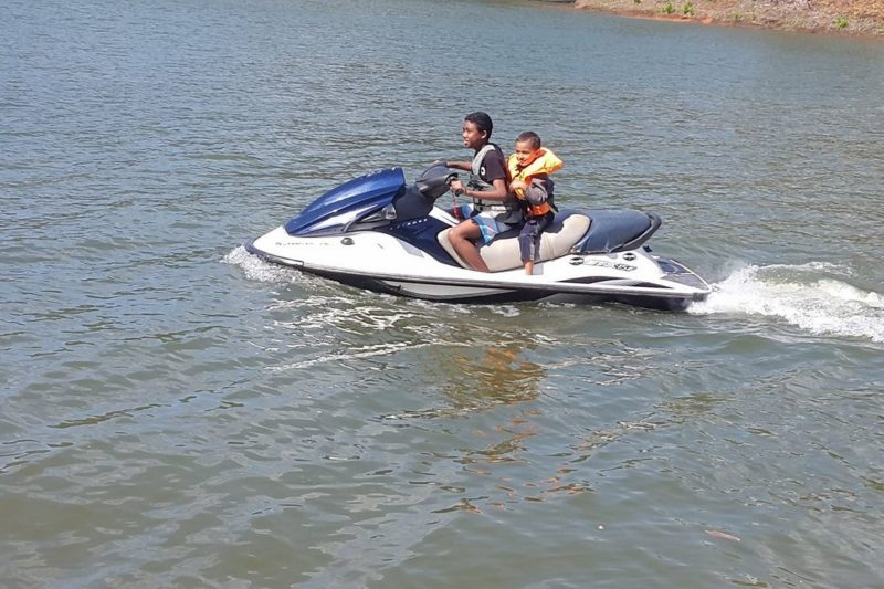 Jetsky sur le lac Mantasoa à 50 km d'Antananarivo