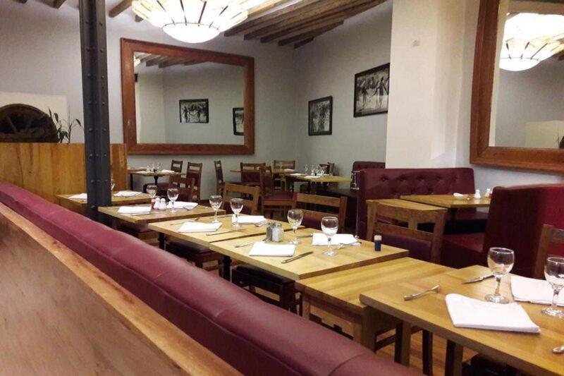 Tables et Services du restaurant L'Arrivage à Antananarivo