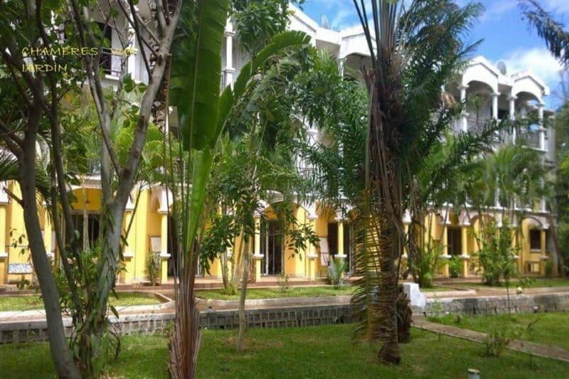 Batiment des chambres avec vue sur jardin de l'hôtel AR Sun à Diego