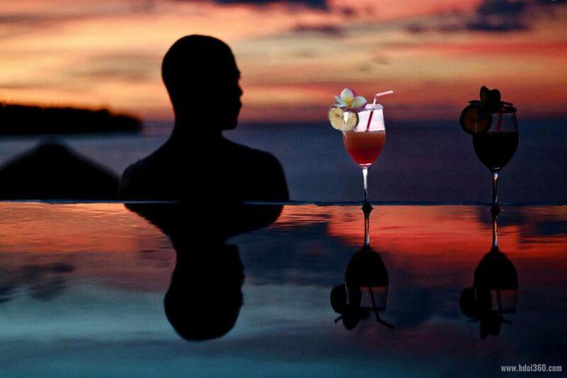 Coktail au bord de la plage au restaurant de l'hôtel Home the Residence à Nosy Be