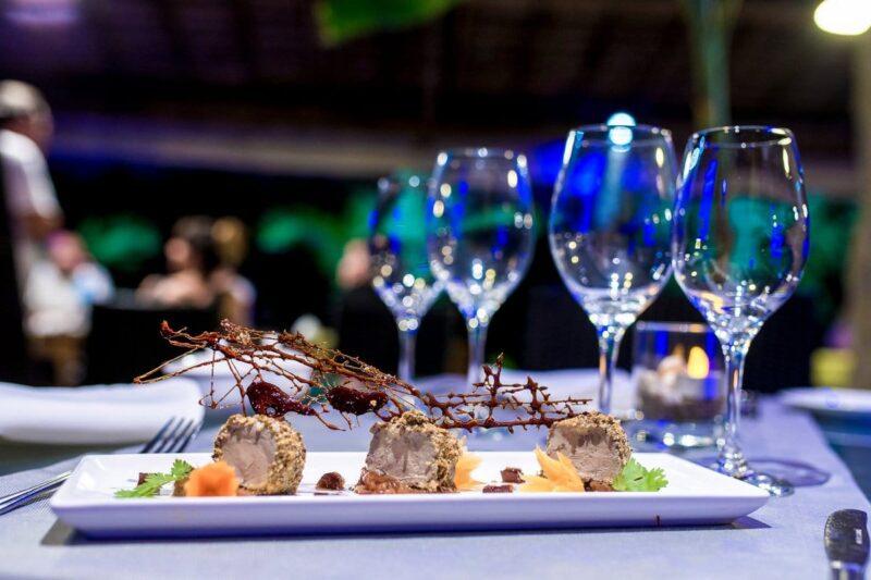 Cuisine gastronomique au restaurant Tropikaly Beach de l'hôtel Home The Residence à Nosy Be