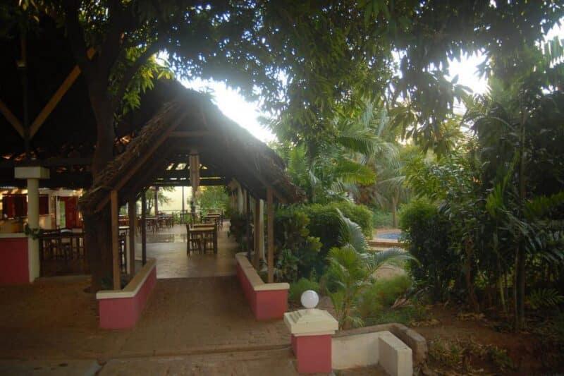 Patio de l'hôtel AR Sun à Diego Suarez, localisé près de l'aeroport