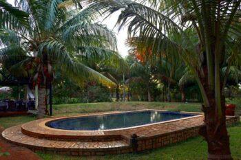 Piscine de l'hôtel AR Sun à Diego Suarez, situé près de l'aéroport
